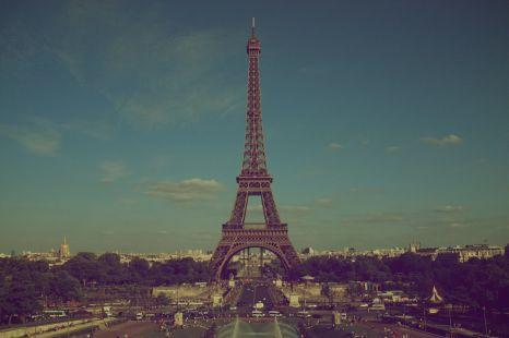 Eiffel Tower Vintage Wallpaper